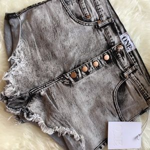 One Teaspoon Lovers Shorts Acid Wash SZ 28